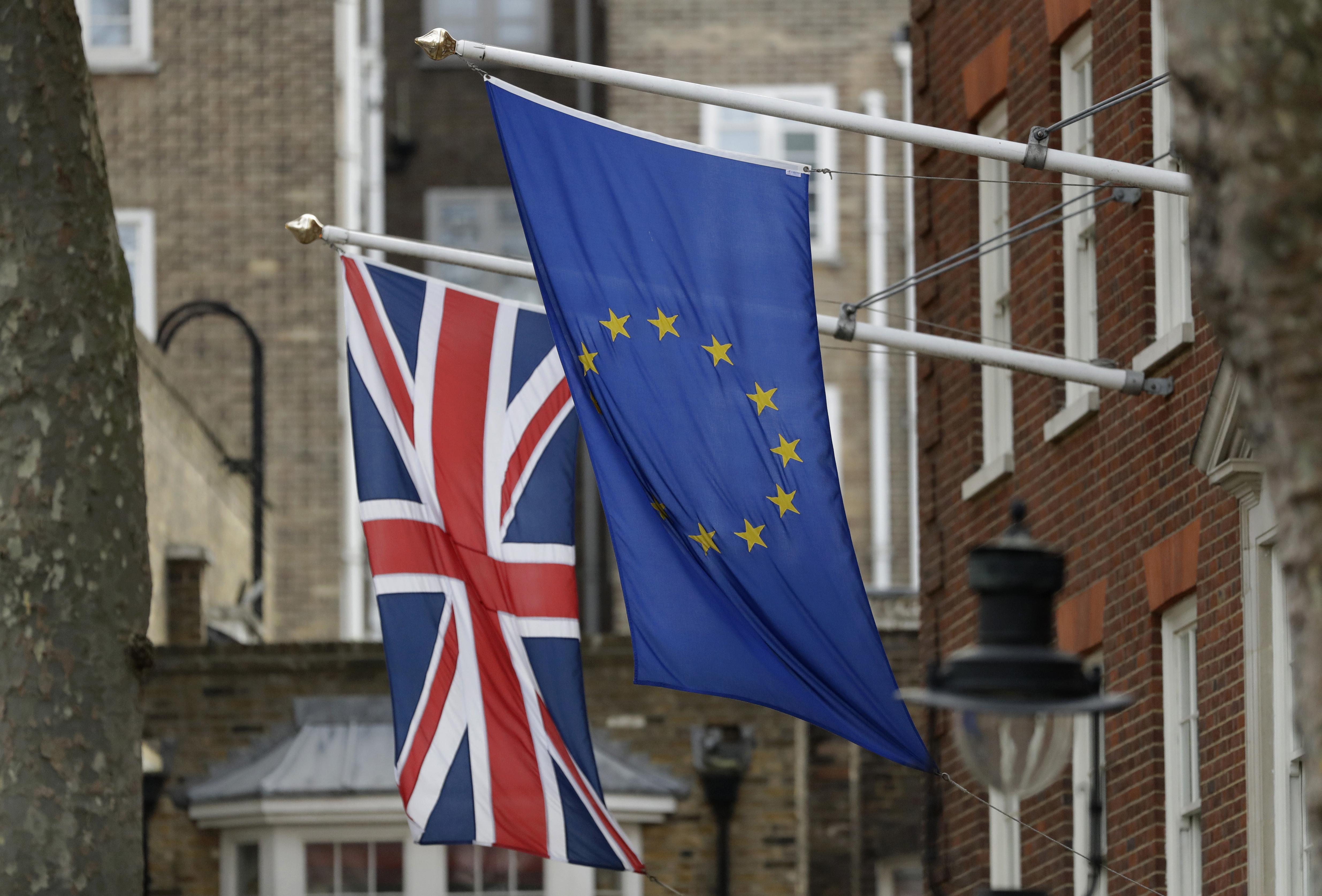 Brexit:Ft,anche Ue tagliano esposizione