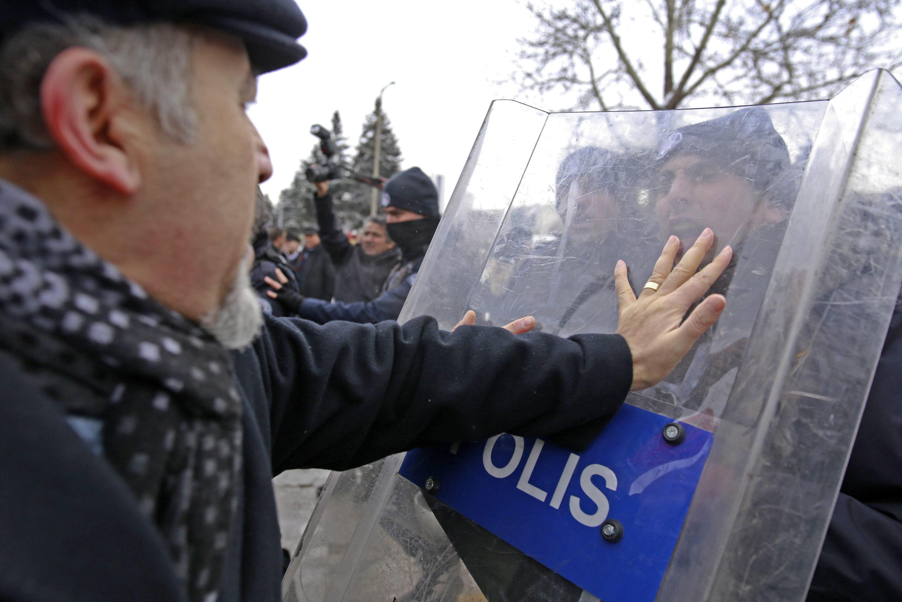 Turchia: retata di ex docenti gulenisti