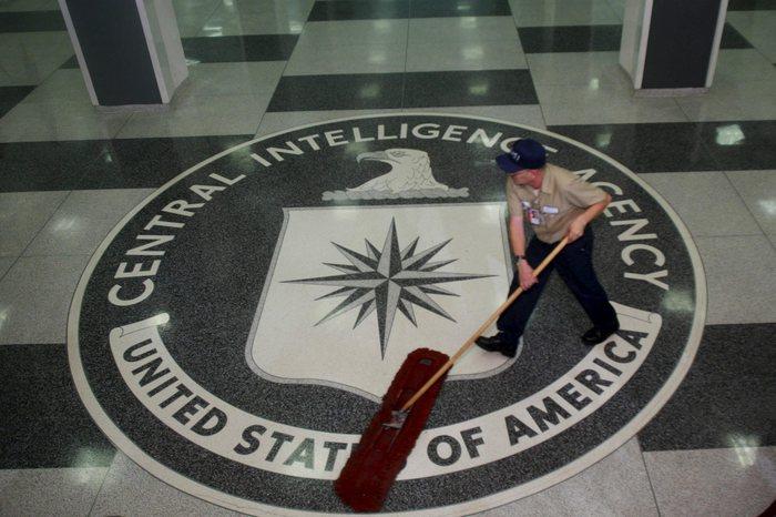 Trump 'assolve' Putin, rivolta dell'intelligence Usa