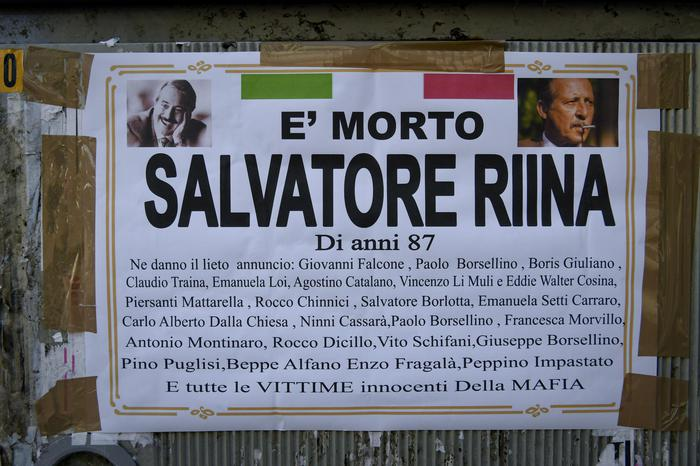Ad Ercolano manifesto funebre dà il 'lieto annuncio'