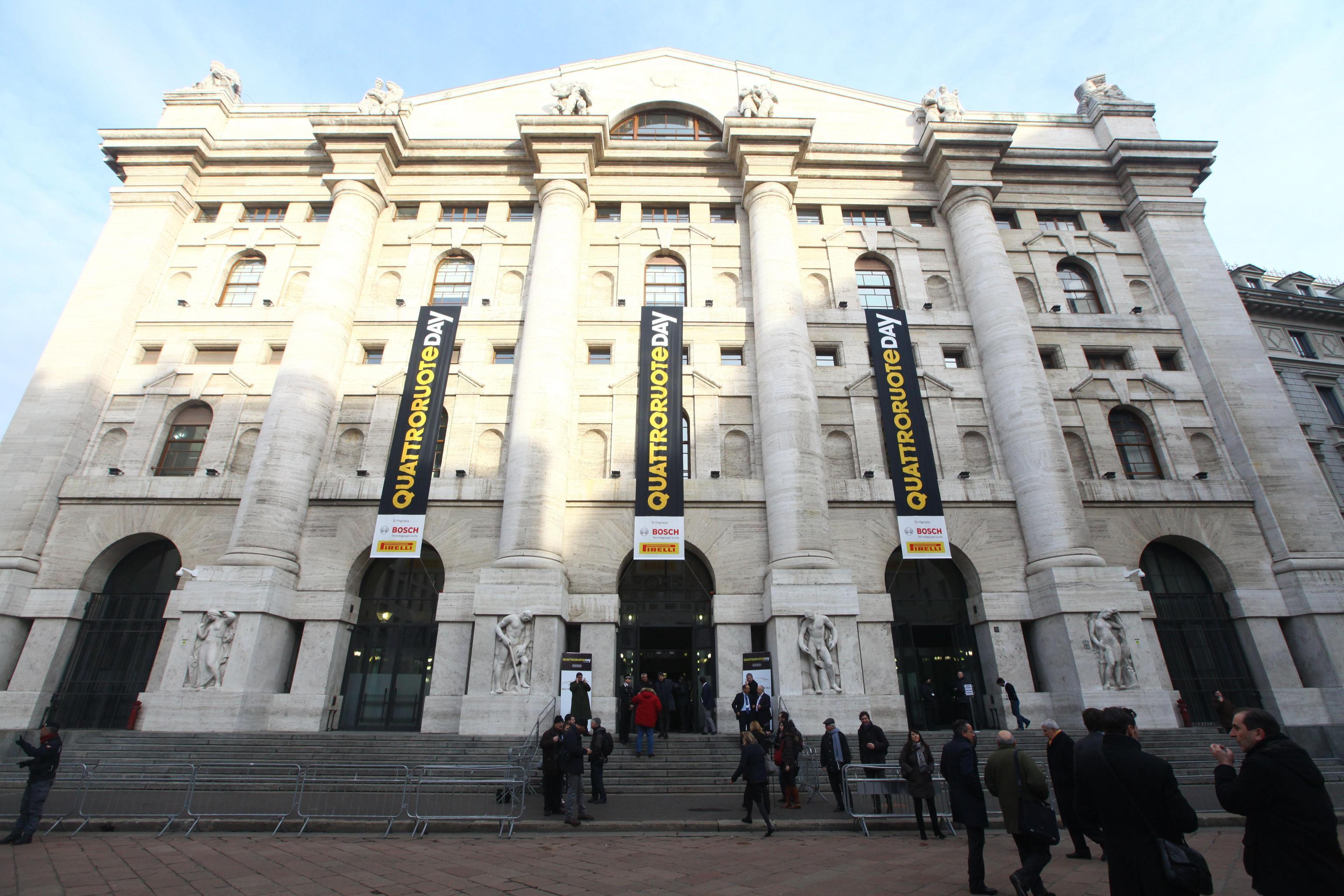 Borsa: Milano apre in calo (-0,57%