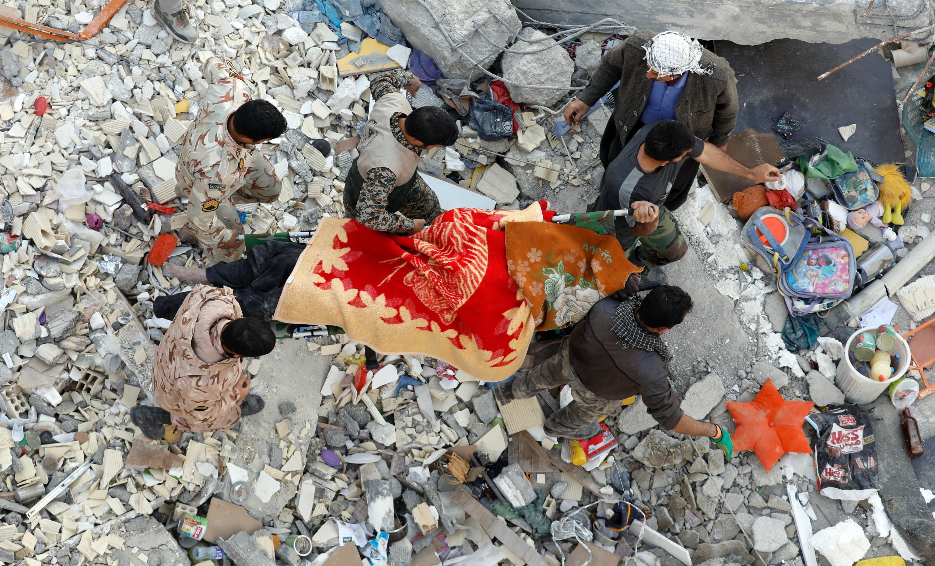 Sisma in Iran, tre giorni di lutto