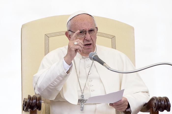 Papa: 'Pensare alla morte fa bene, non è una fantasia brutta'