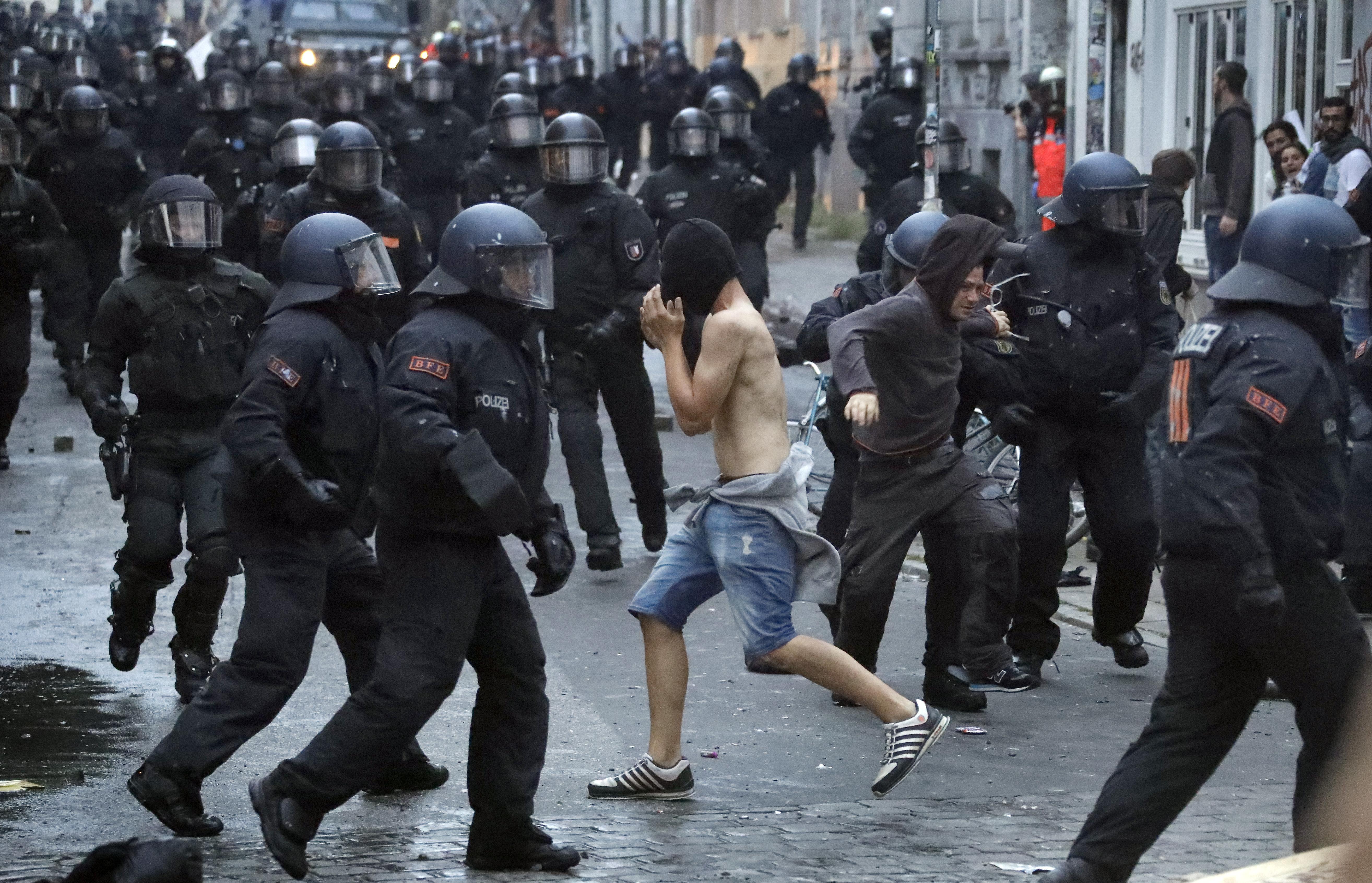 G20: Amburgo, Vettorel resta in carcere
