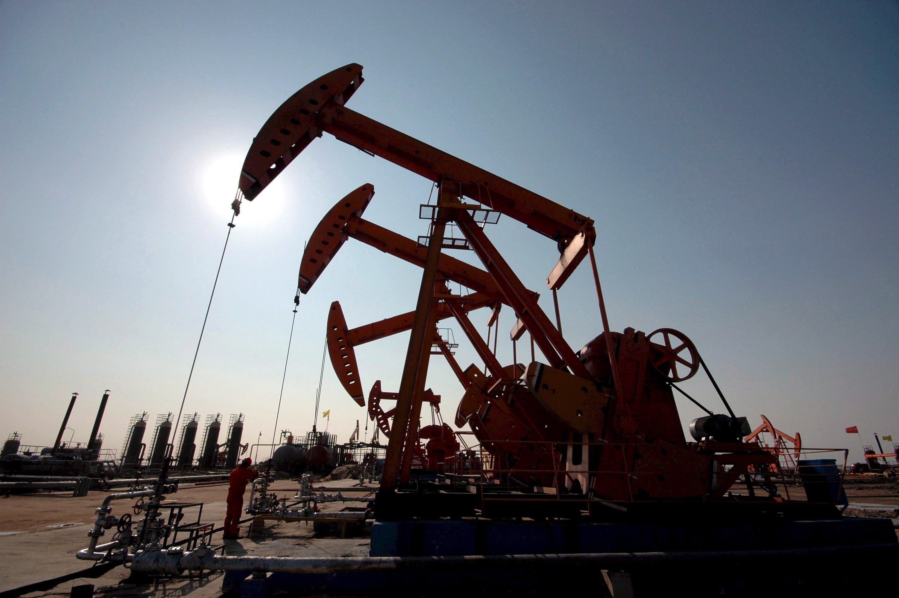 Petrolio: forte rialzo su attese Opec