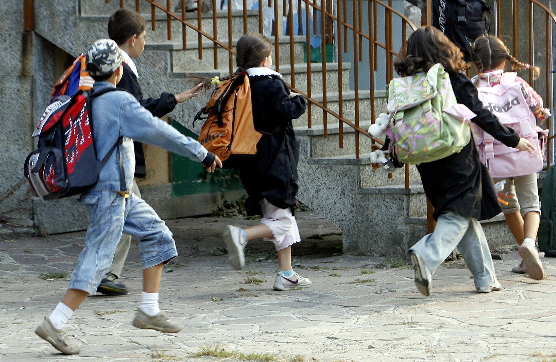 Abusi a scuola, indagata terza maestra