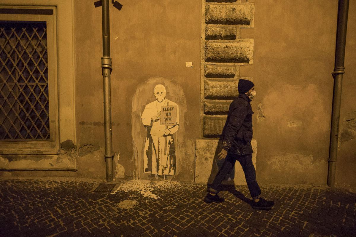 Papa, basta negazionismi sul clima