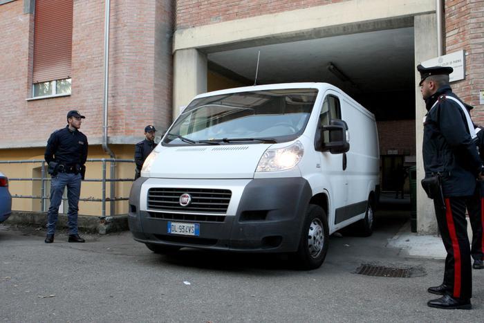 La salma di Riina lascia Parma, in viaggio verso Corleone
