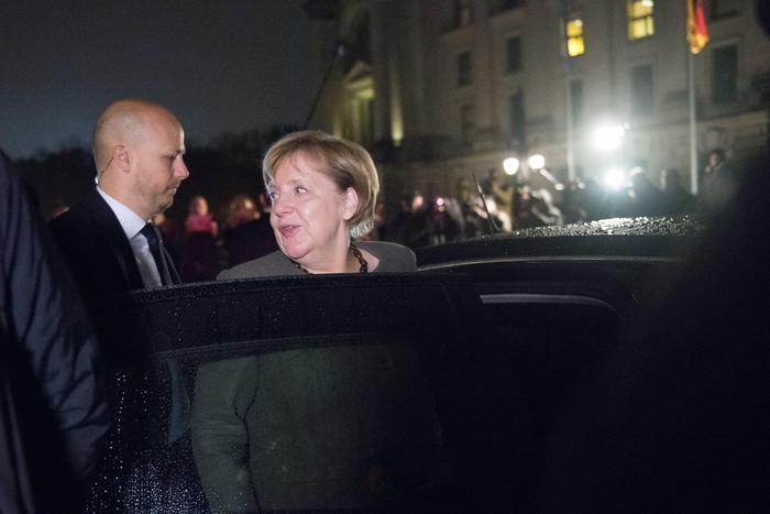 Merkel alla ricerca di un accordo: 'Avanti con 'Giamaica'