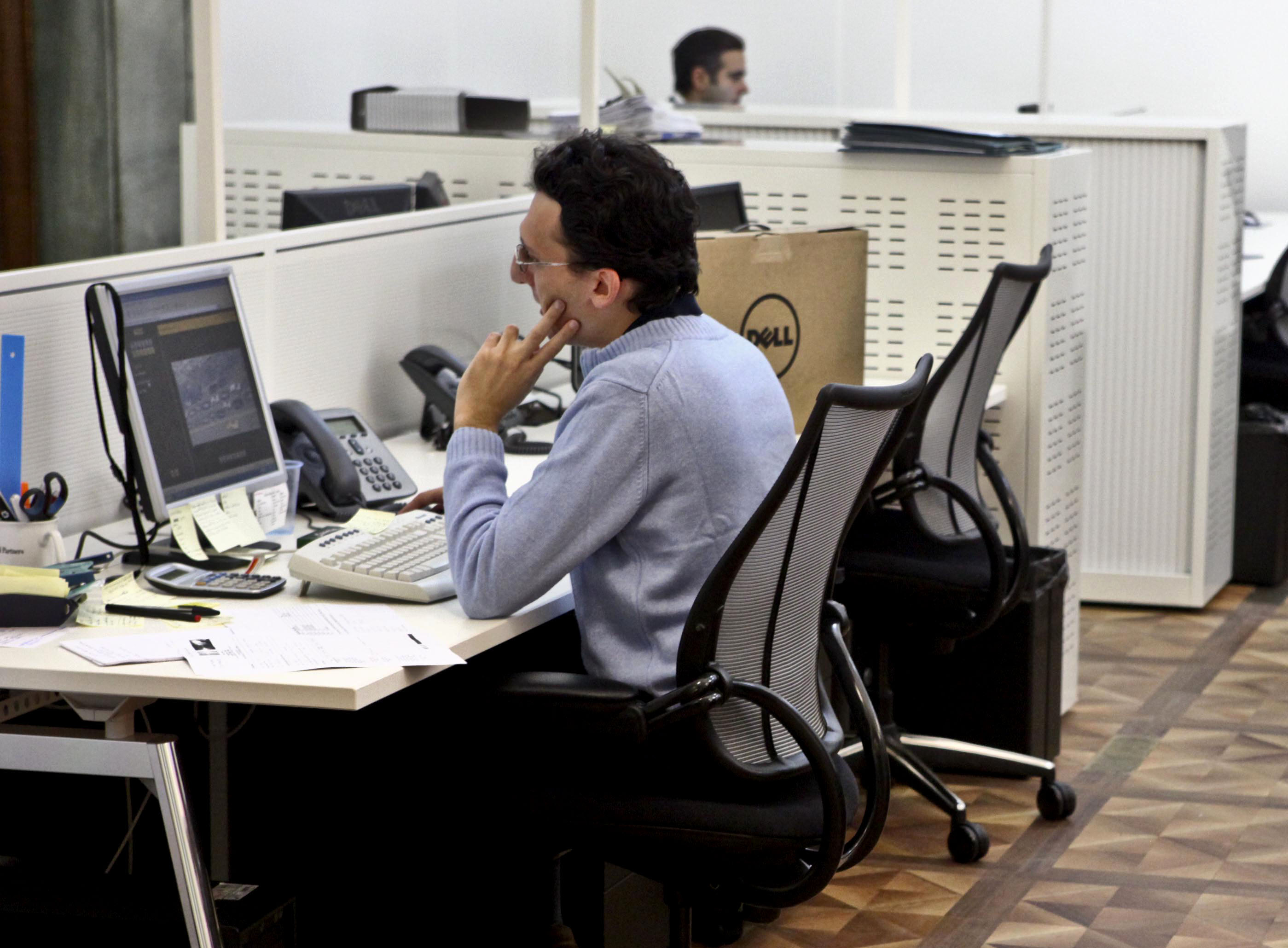 Borsa, Milano sale con banche e Stm