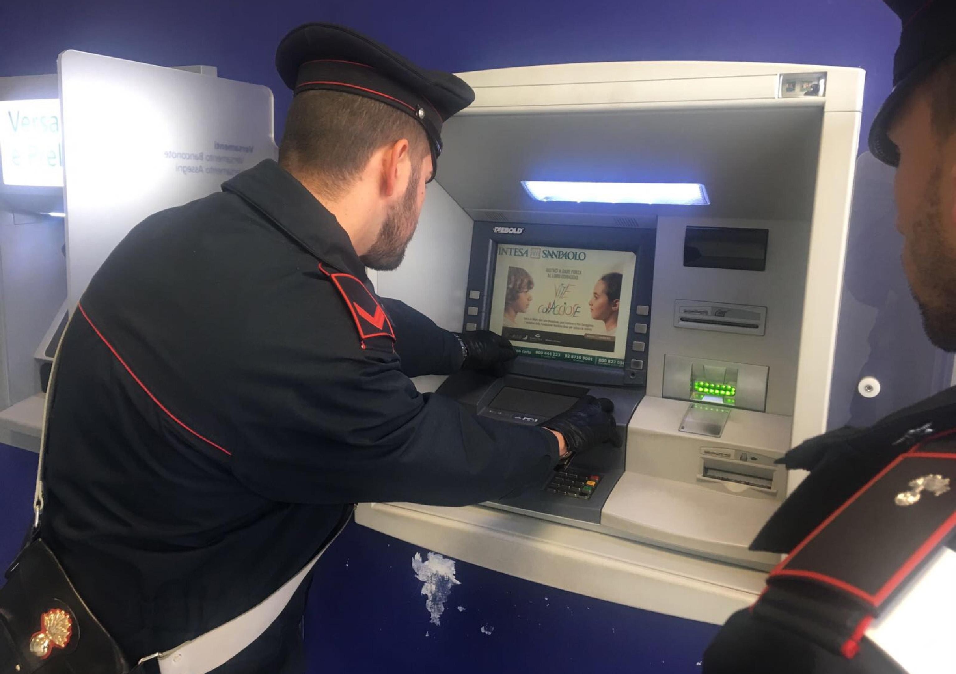 Assalti a bancomat con esplosivo,arresti