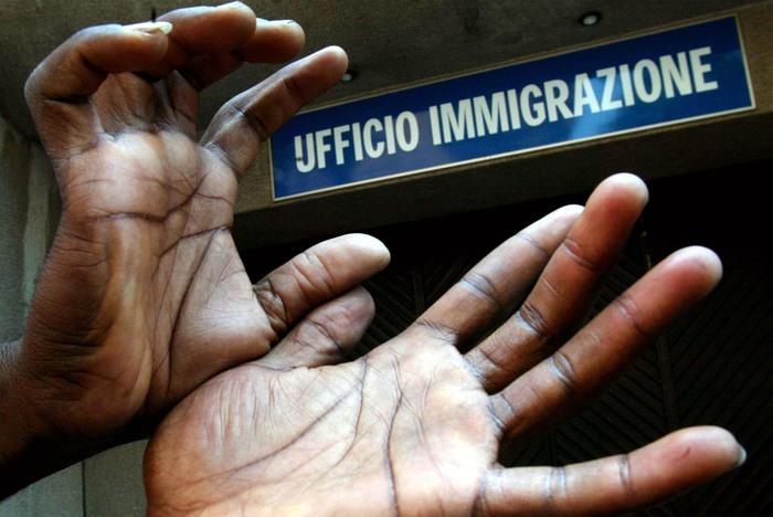 Arrestati a Milano sei agenti  di polizia per corruzione