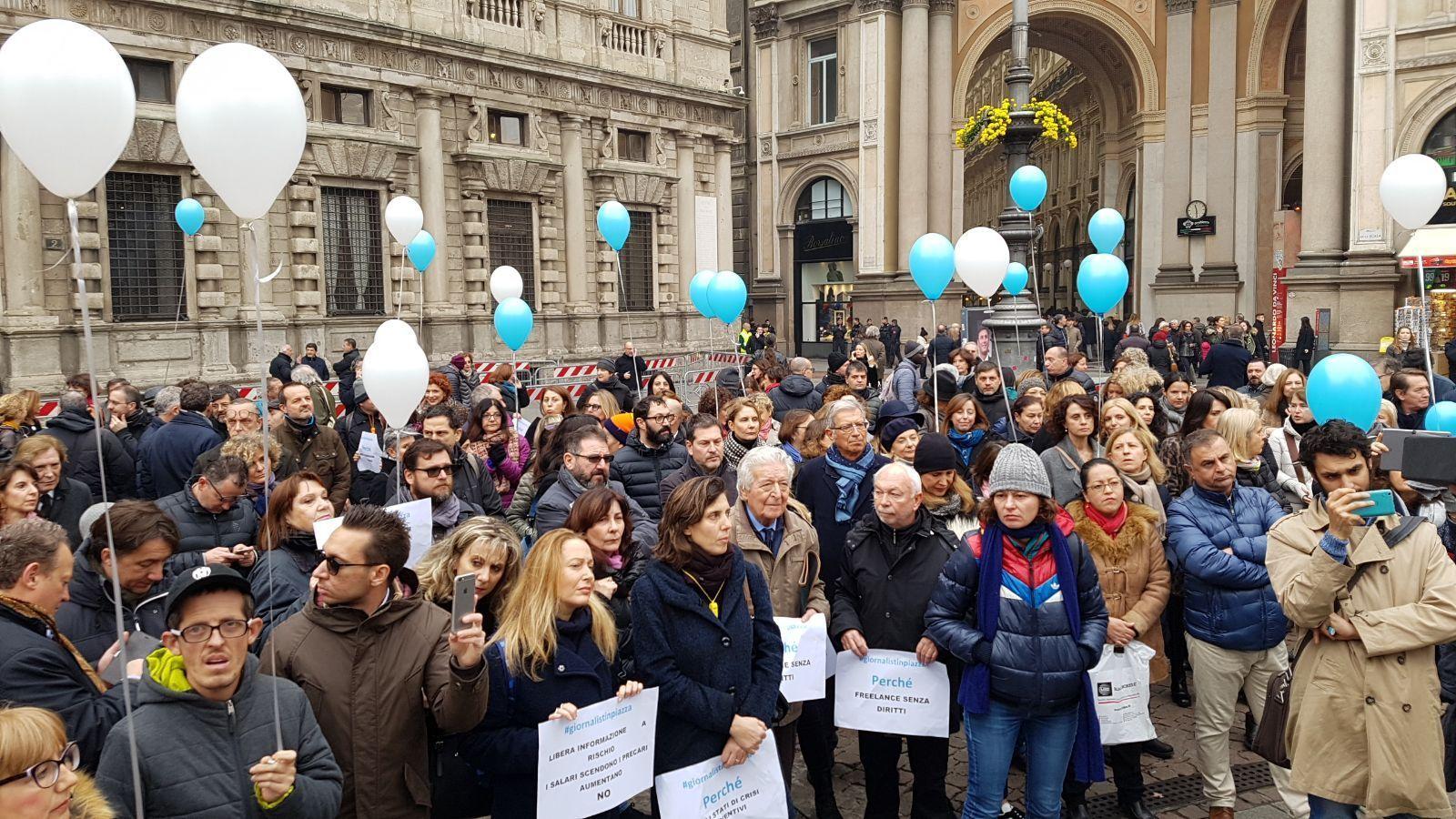 Crolla occupazione,giornalisti in piazza