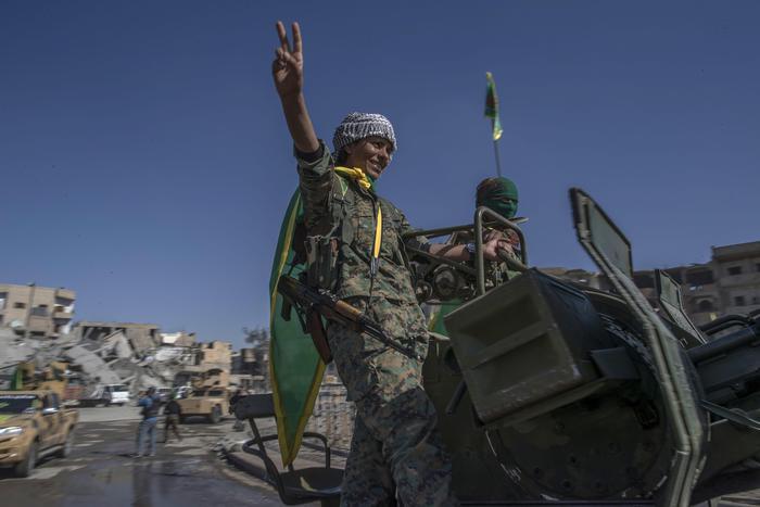 Siria, governativi conquistano Abukamal, ultimo bastione Isis