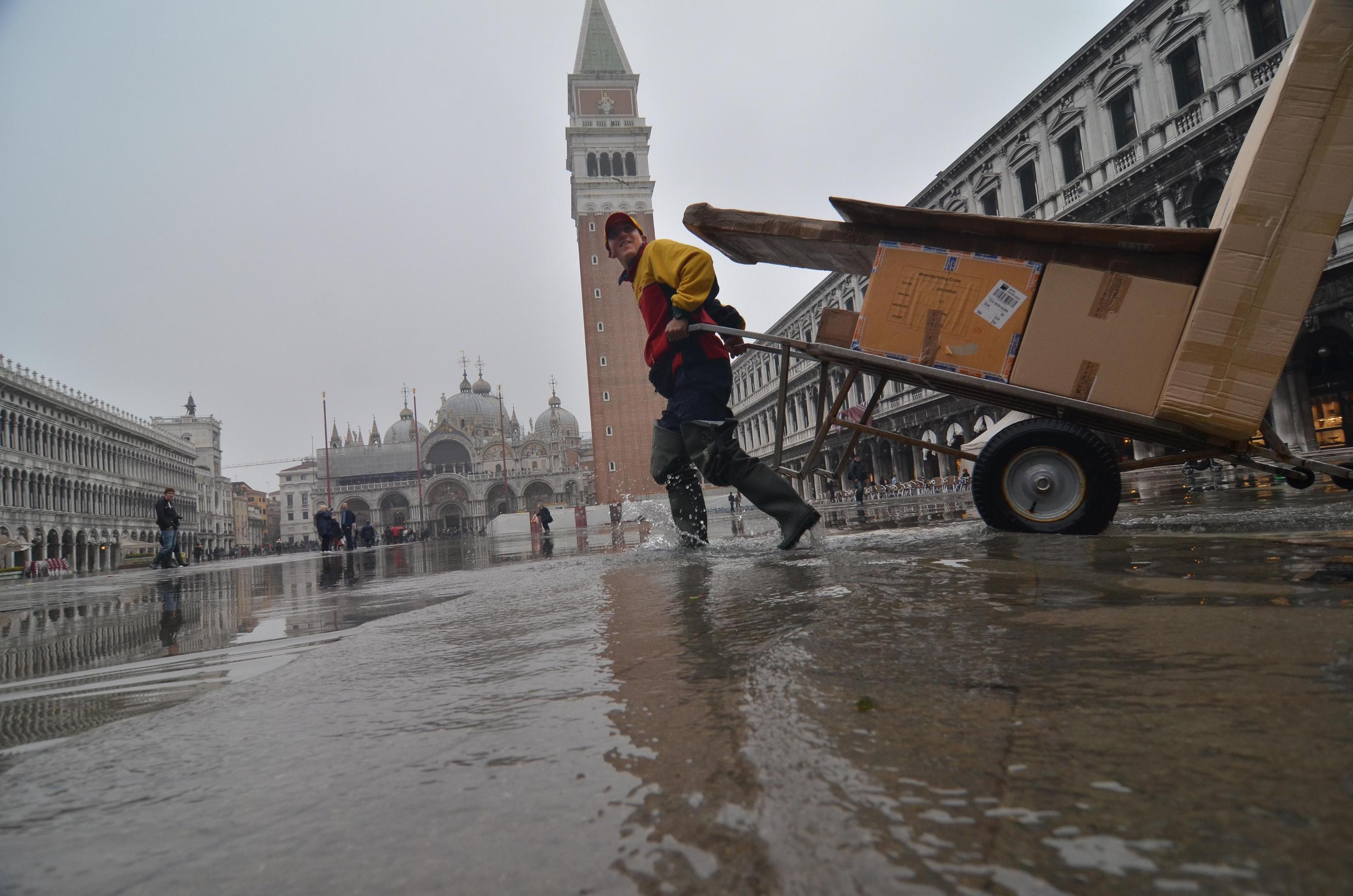 Acqua alta a Venezia, in 5% suolo città