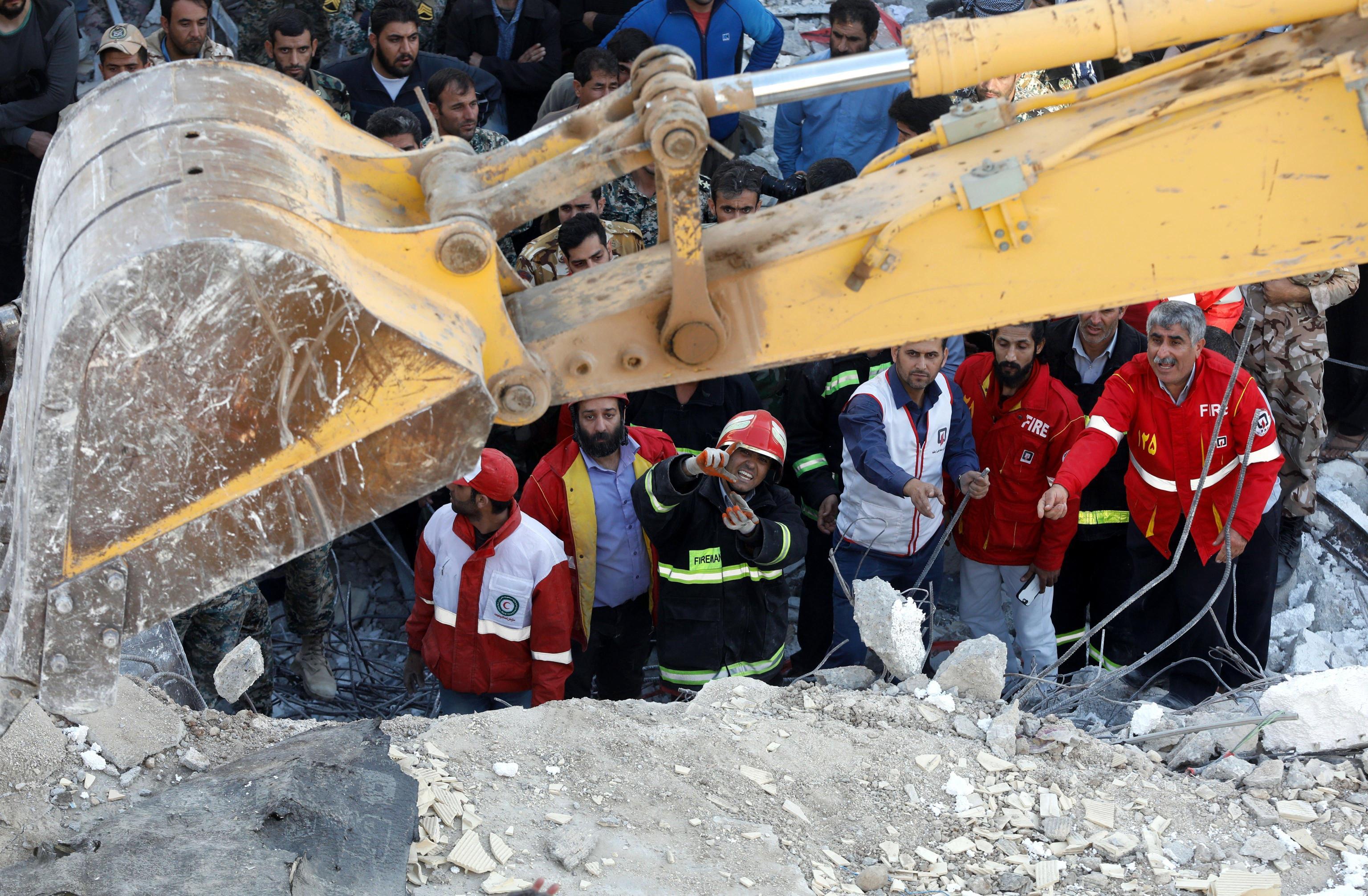 Sisma Iran: 200 sotto macerie palazzi