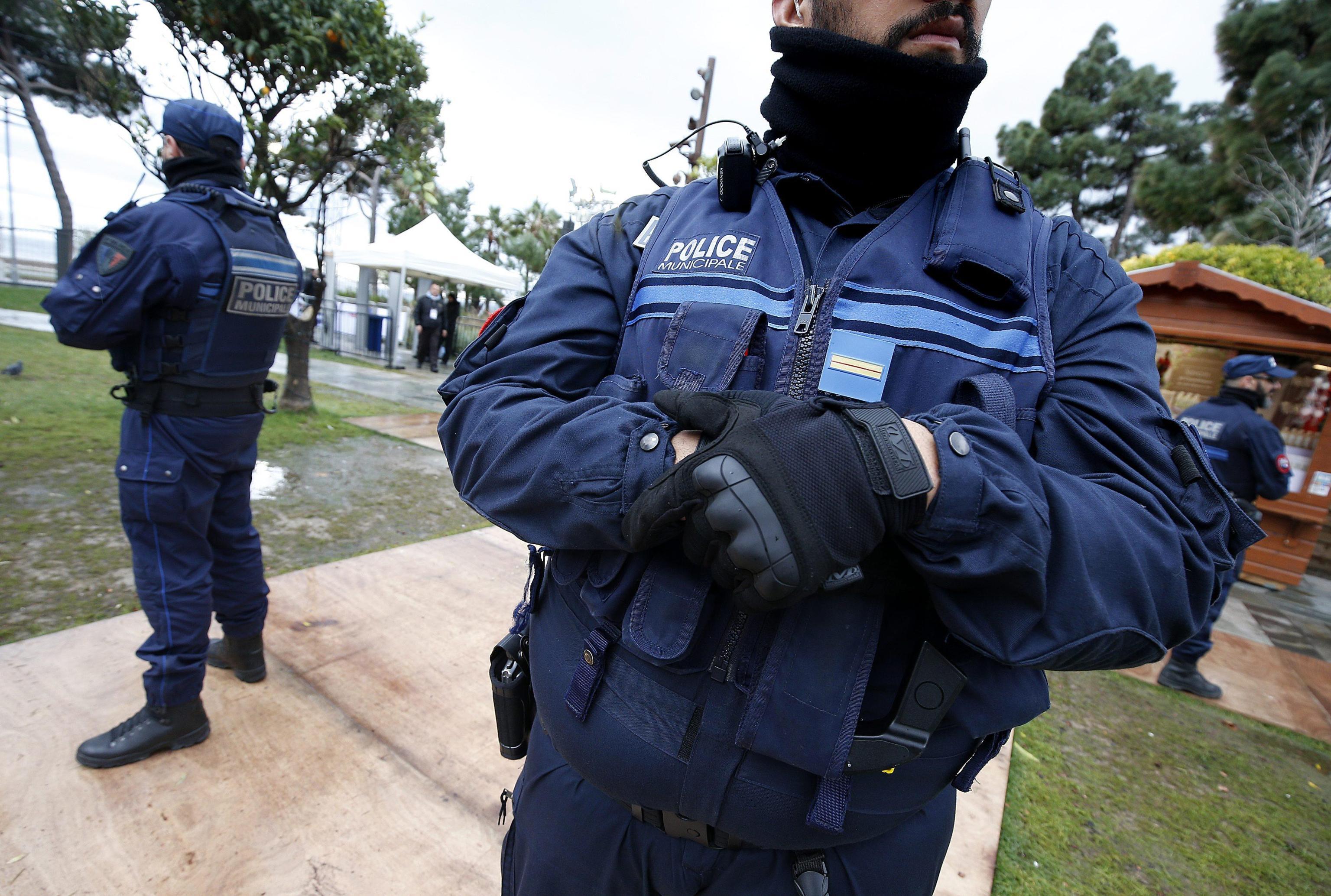 Attentato Nizza, polizia perquisita