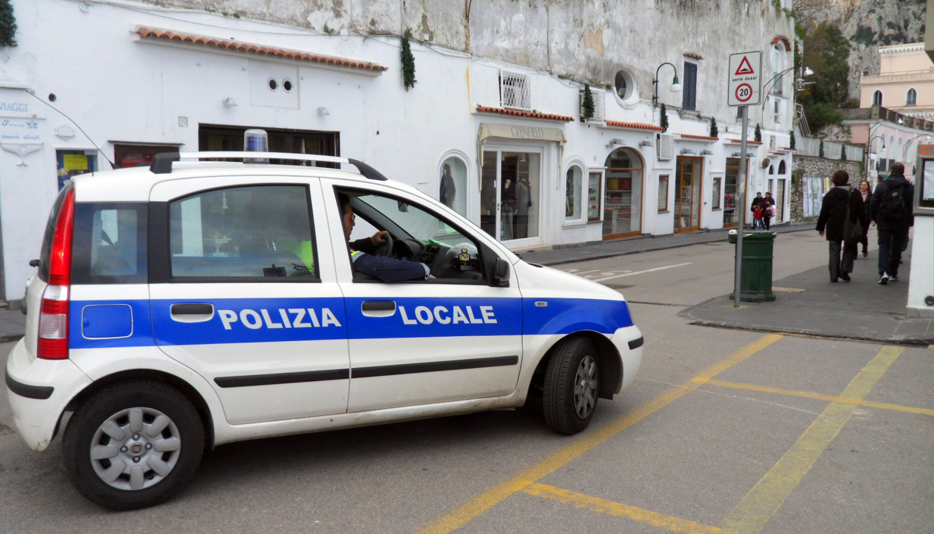 Capri, sospensione per comandante vigili