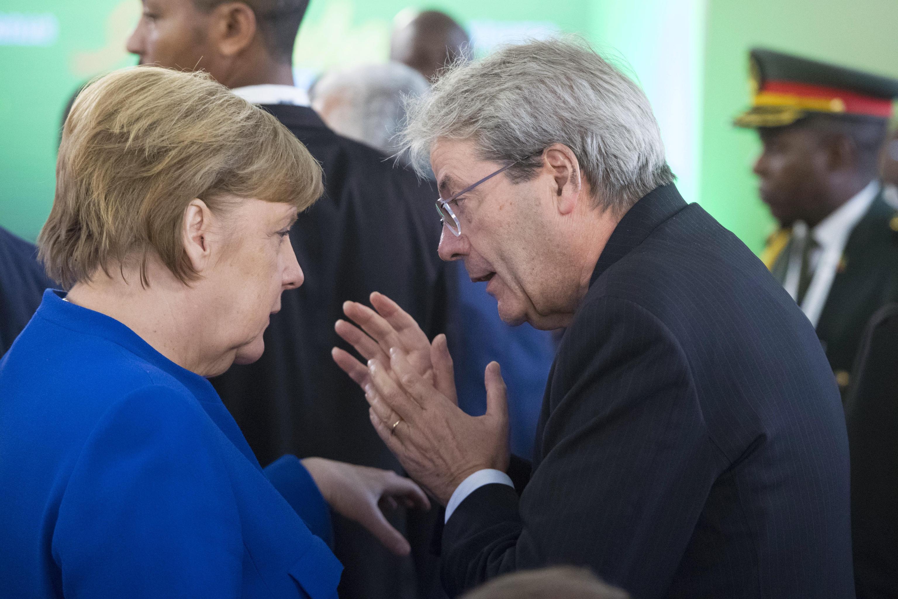 Ue-Africa:Gentiloni vede Macron e Merkel