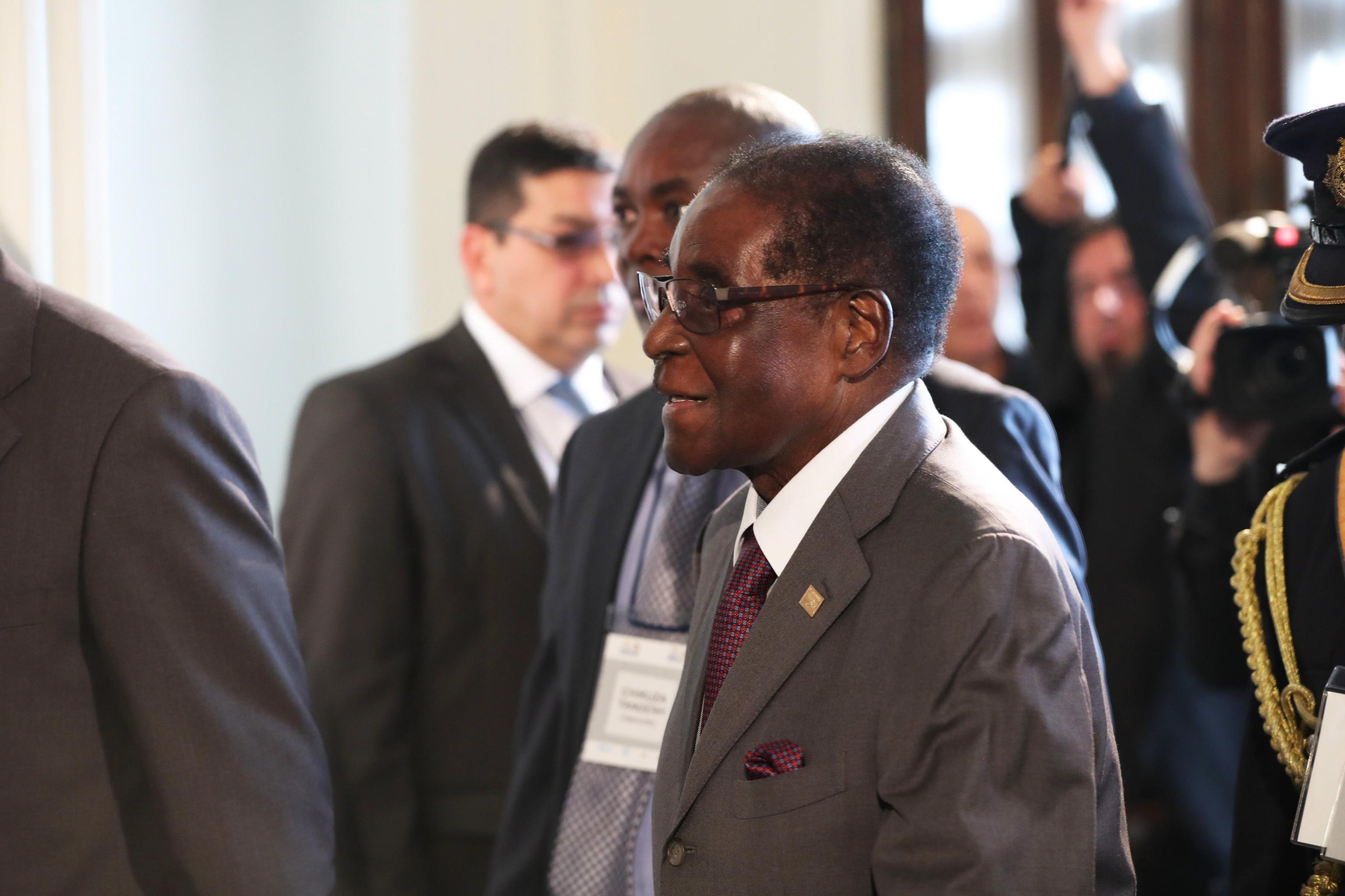 Media, Mugabe accetta di dimettersi