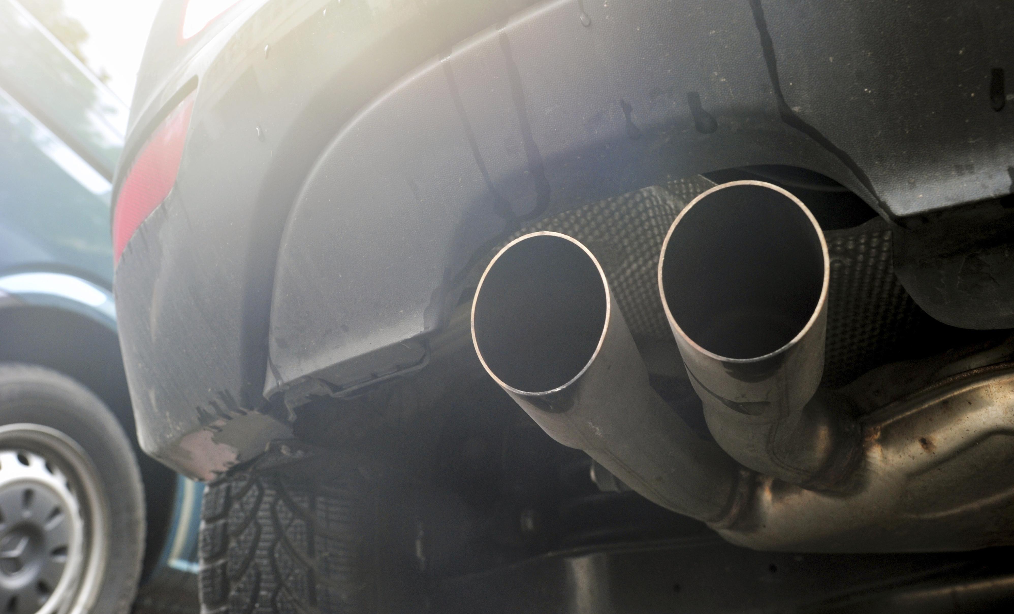 Ue, obbligo giù 30% CO2 auto entro 2030