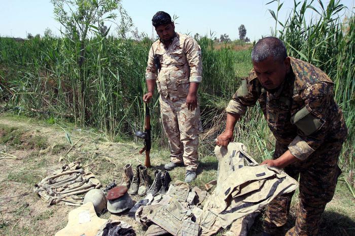 Isis, fosse con 400 corpi in Iraq a Hawija strappata ai jihadisti