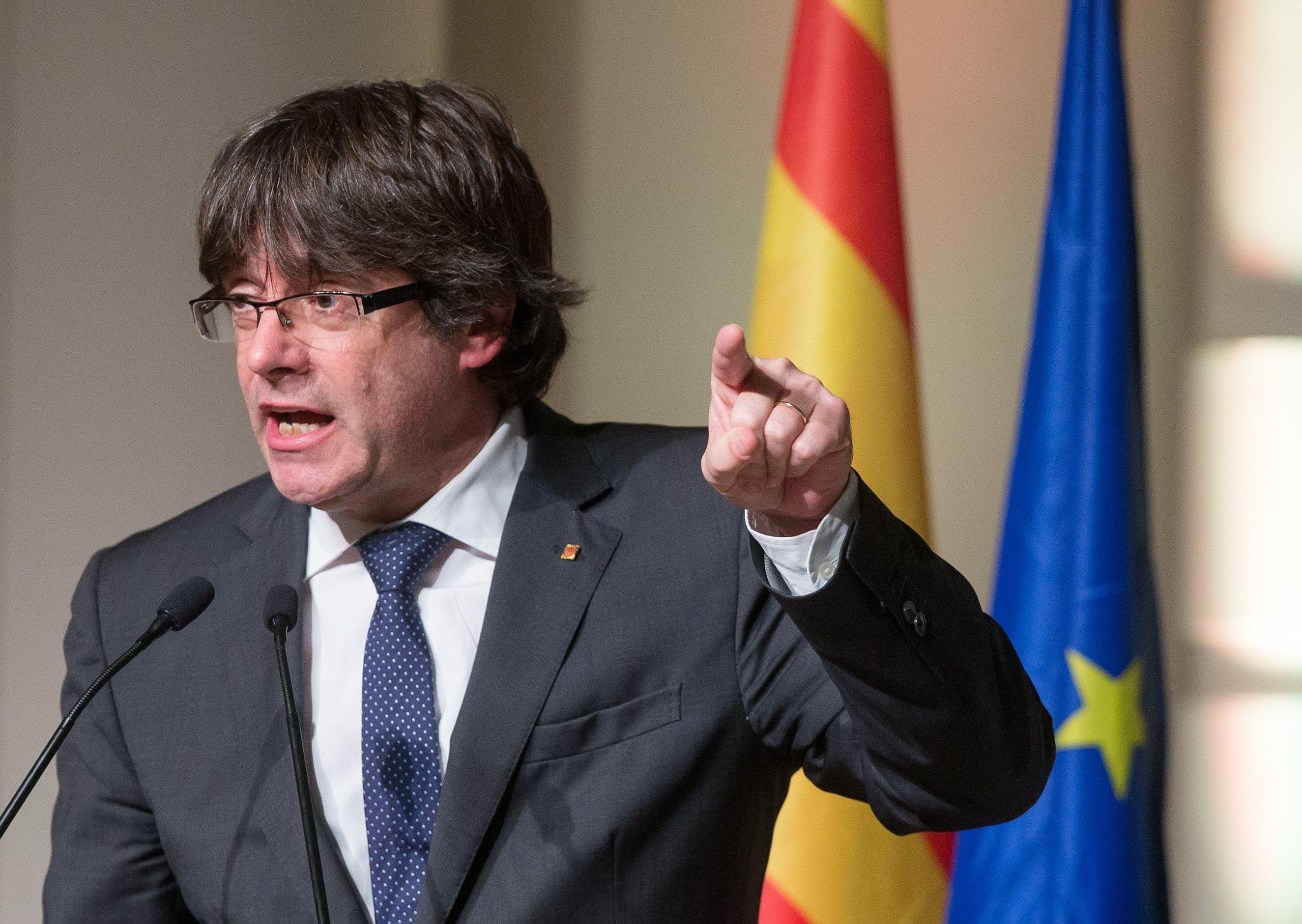 Legali Puigdemont 'processo politico'