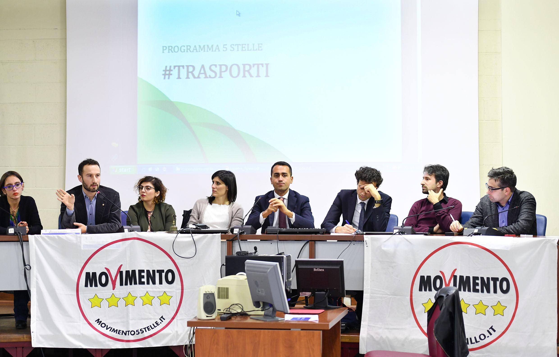 Fake news: M5S, Renzi le alimenta