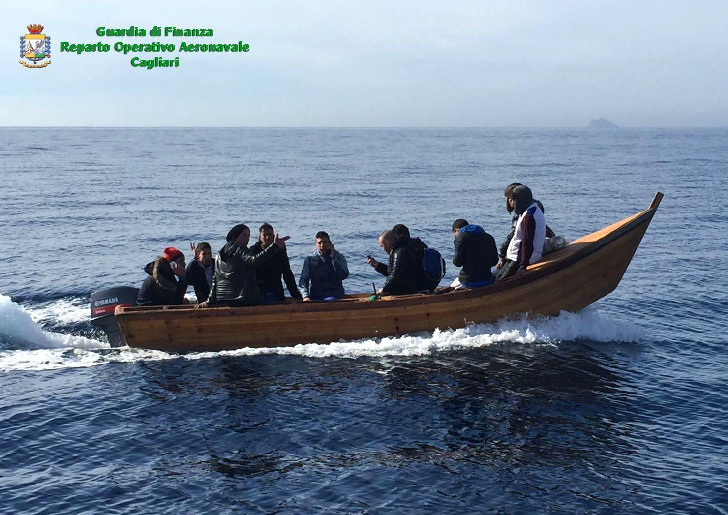 Migranti:sbarco algerini in Sud Sardegna