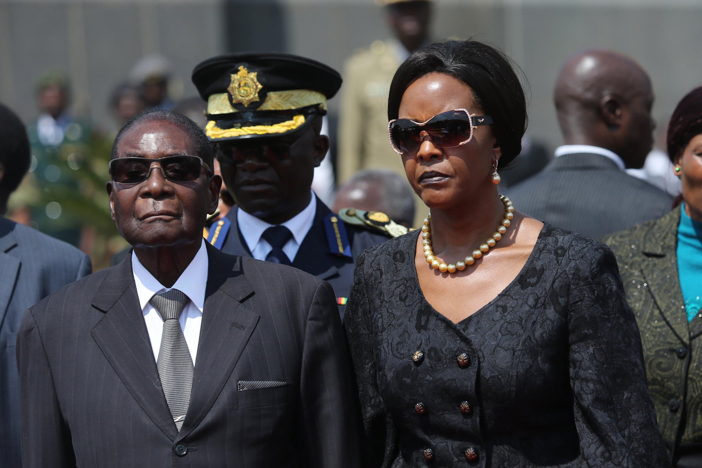 Mugabe ai domiciliari, prete mediatore