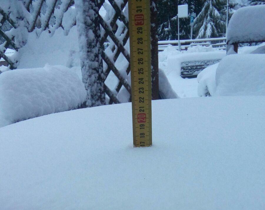 Vento fino 100 km/ora in Trentino e neve
