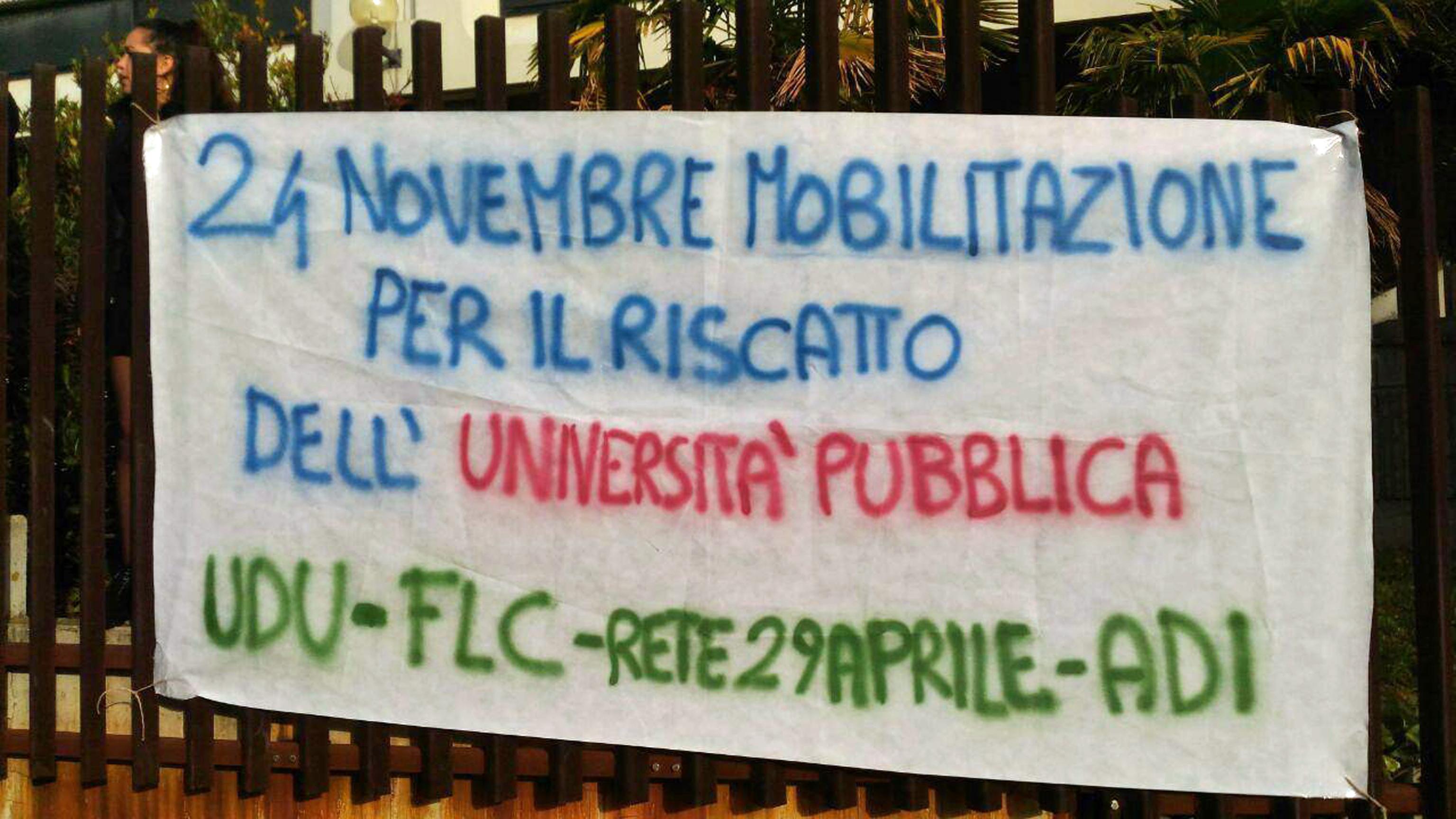 Scuola, mutande appese in Ateneo Ancona