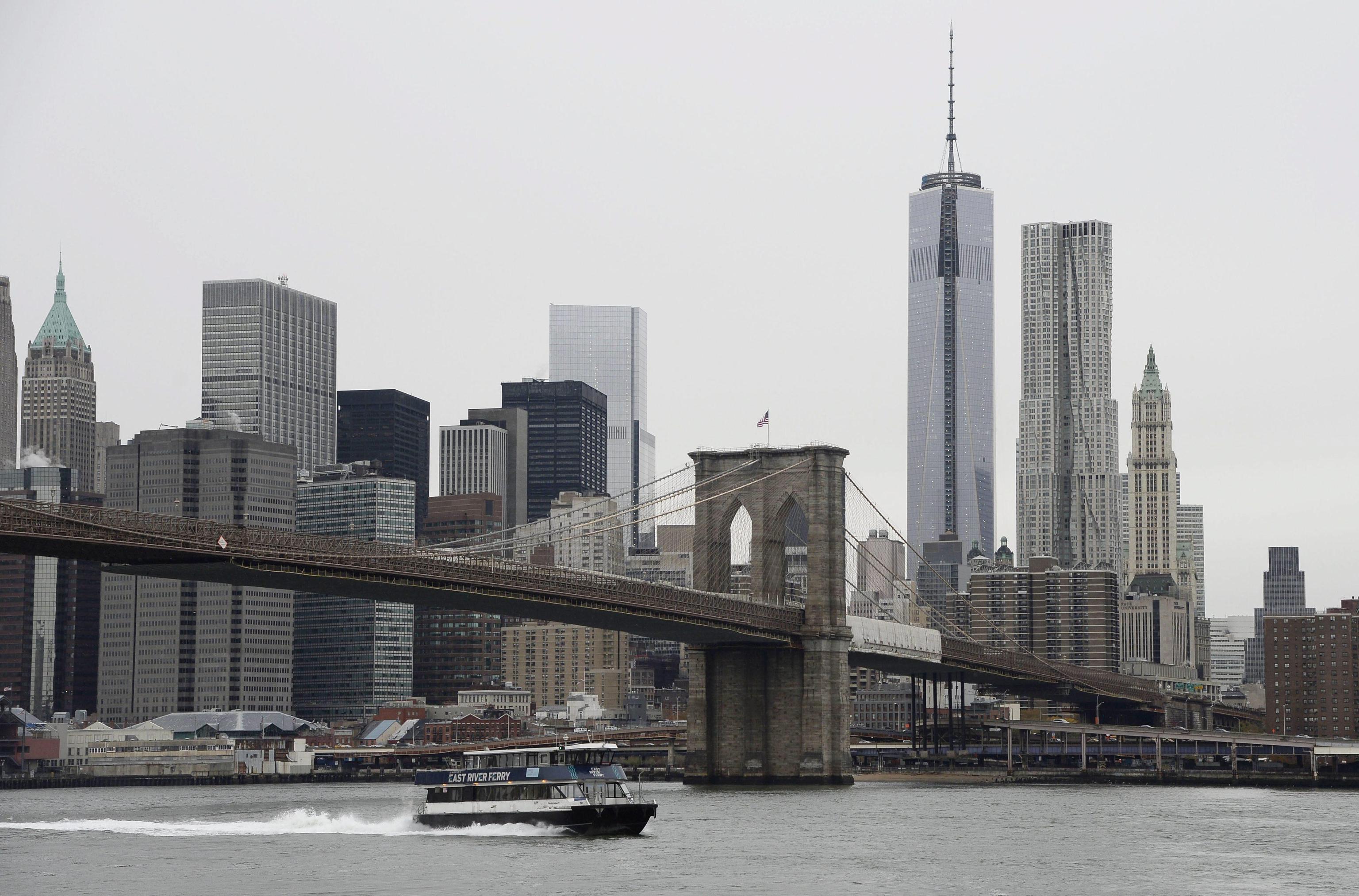 Usa: ferry arena a Manhattan, 100 salvi