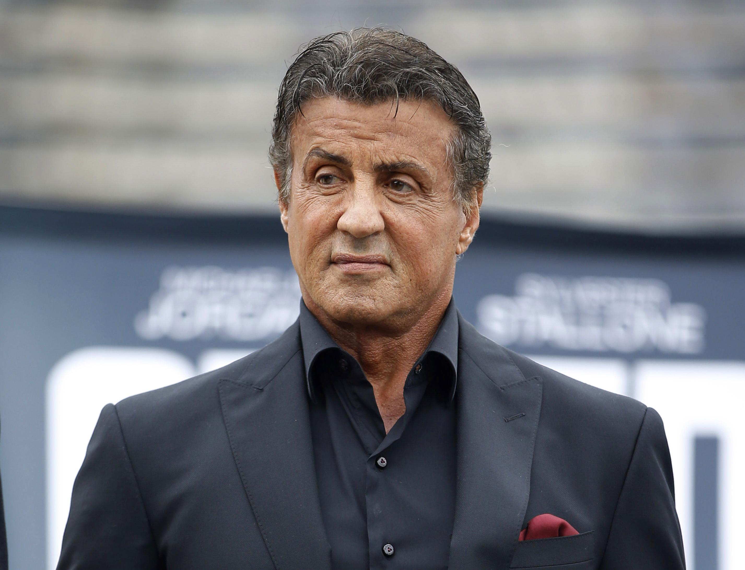 Accuse a Stallone, sesso a 3 in anni '80