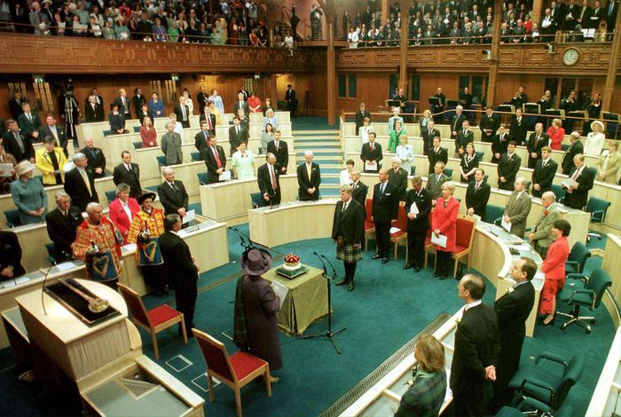 Riaperto Parlamento Scozia dopo allarme polvere bianca