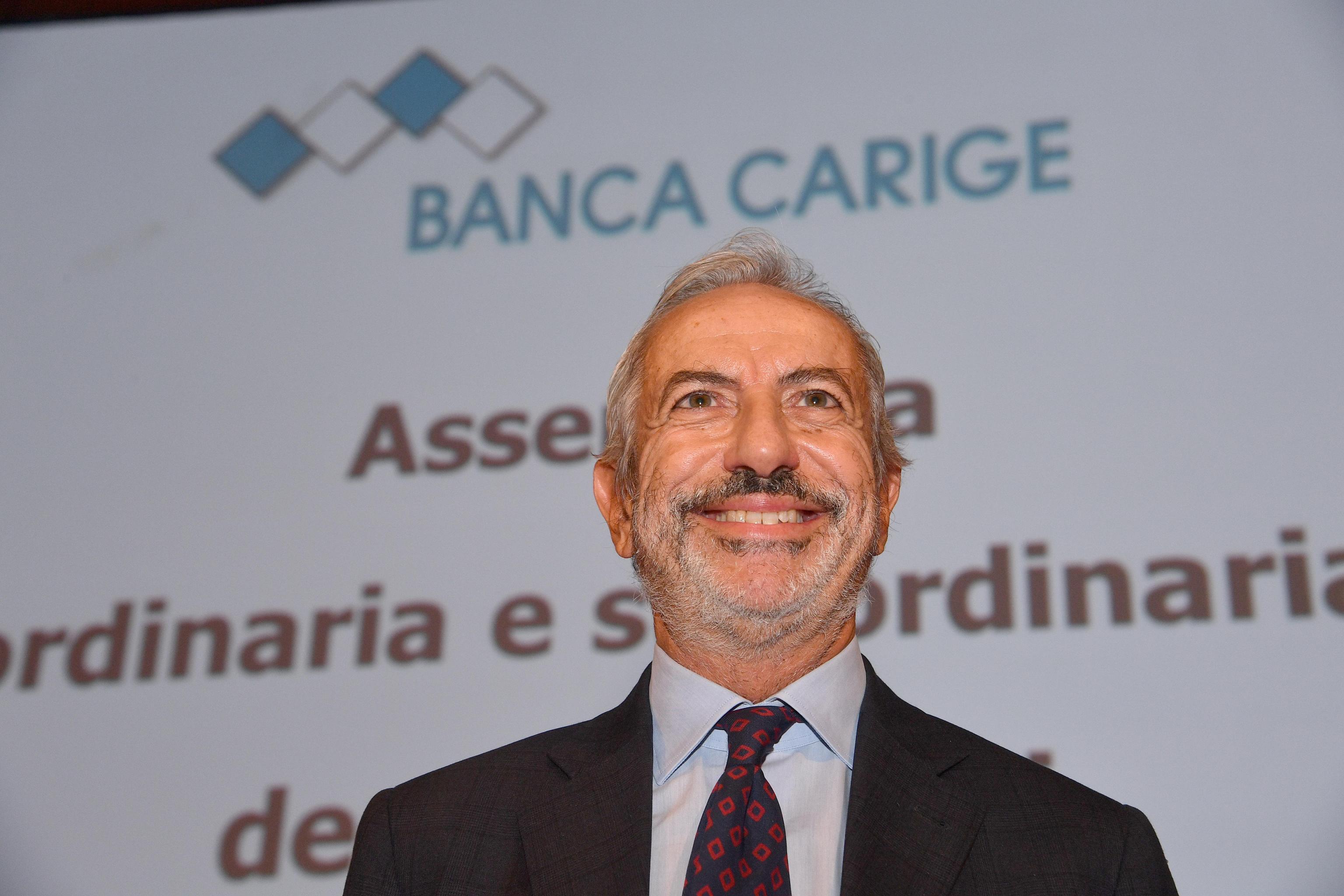 Borsa Milano piatta, boom Carige, Creval