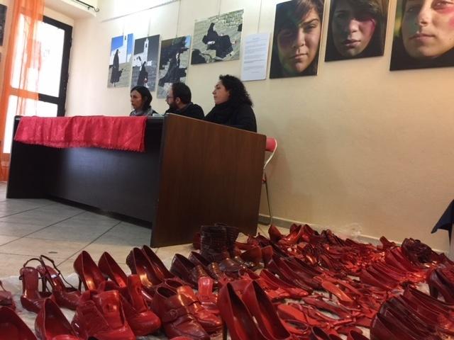 Scarpe rosse di Zapatos Rojos a Cagliari