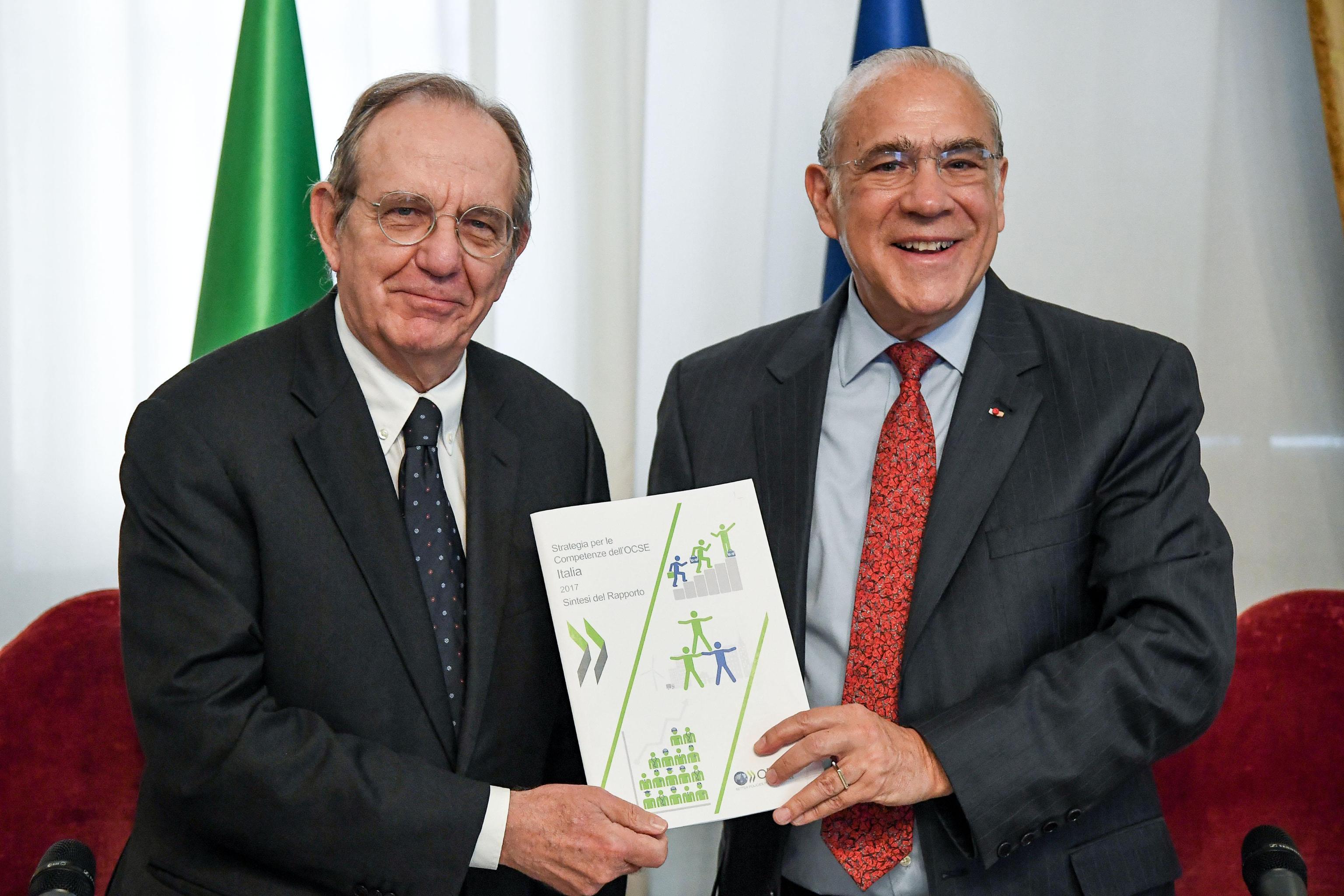 Fisco: Ocse, in Italia cala al 42,9%