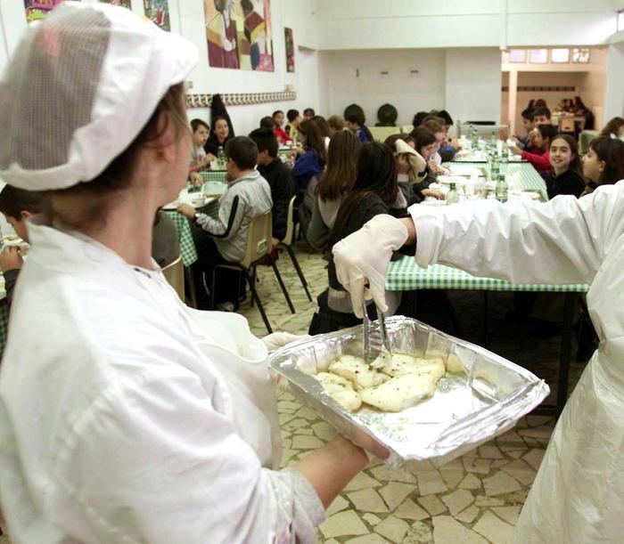 Carne avariata in mense scuole, ospedali e caserme, arresti