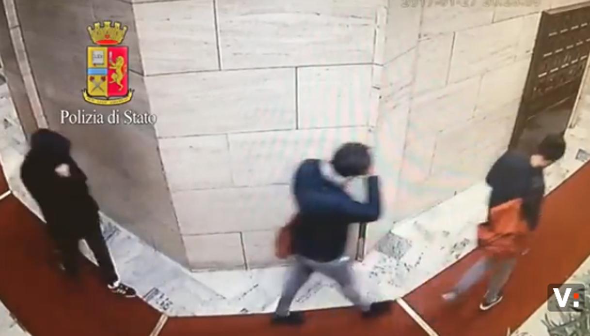 """Furti in casa a Milano, presa la """"banda del sassolino"""""""