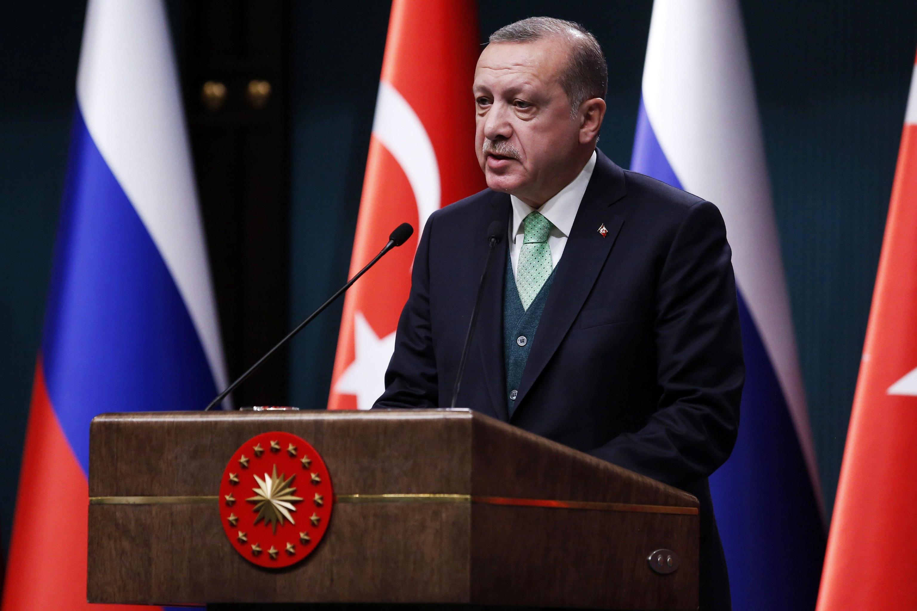 Cantante turca rischia 4 anni di carcere