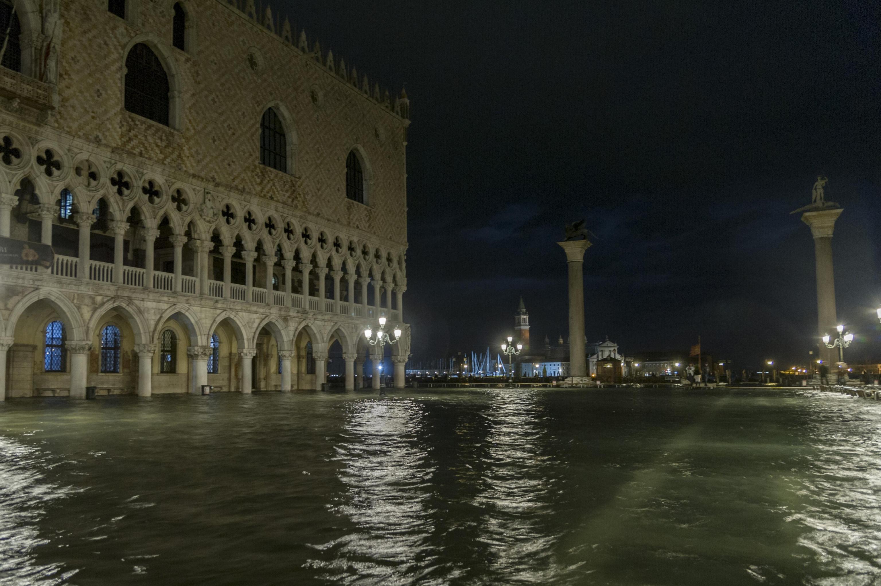 Maltempo: acqua alta a Venezia, 102 cm