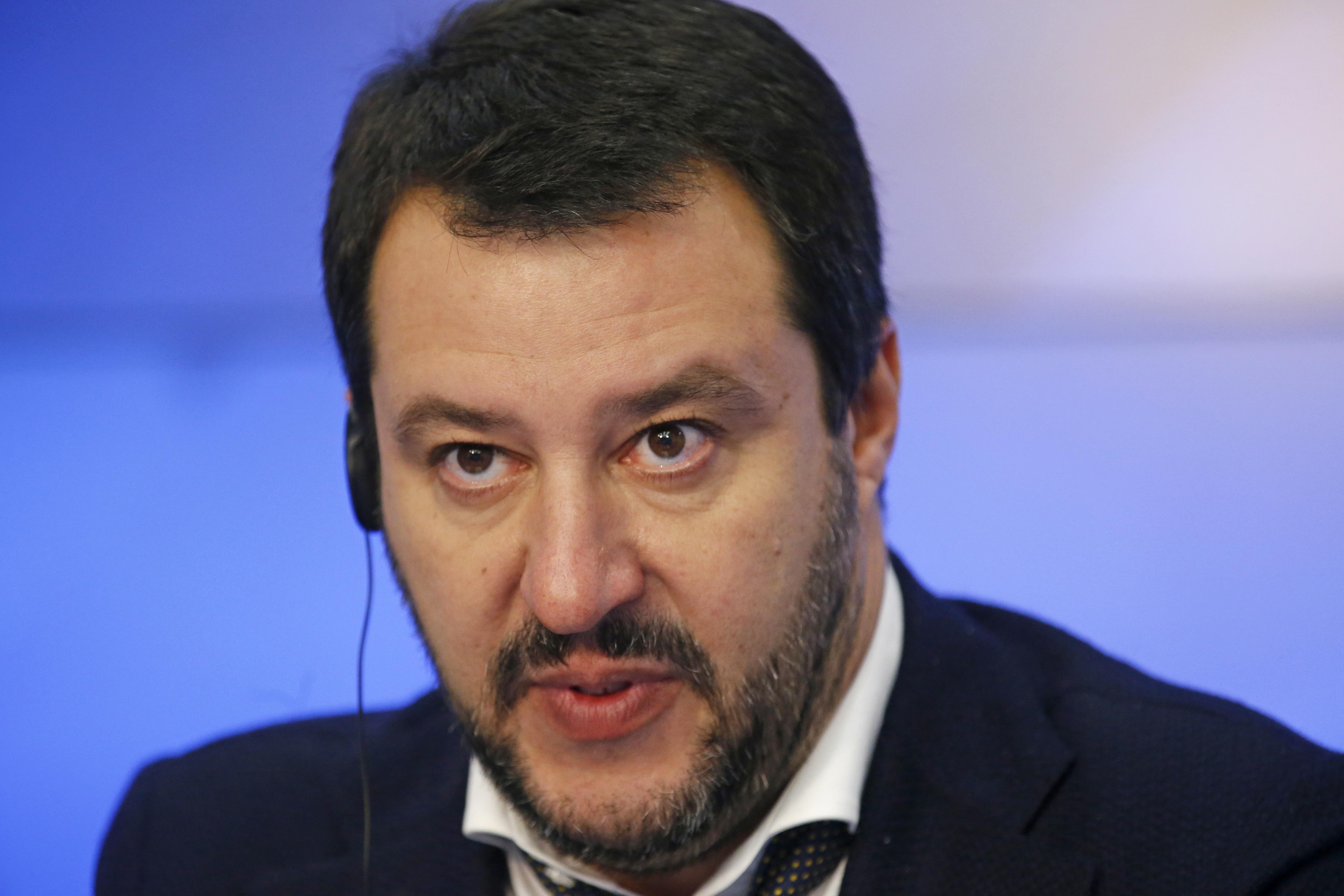 Skinheads Como: Salvini, Pd per migranti