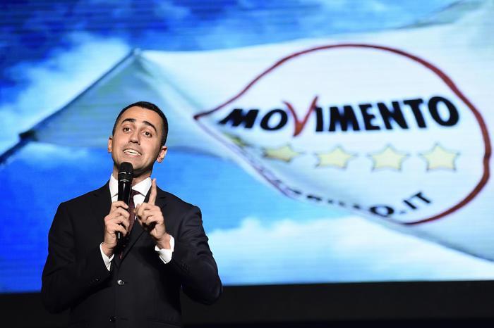 Di Maio: 'Incarico dopo voto. Renzi e Boschi chiedano scusa'