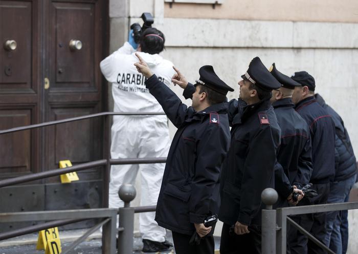 Bomba a stazione carabinieri, rivendicazione anarchici