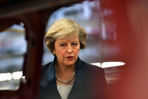 Ore decisive per la Brexit, Theresa May incontra Juncker