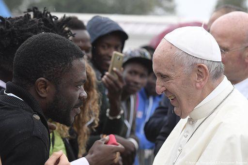 Papa Francesco: i migranti hanno bisogno di buone leggi e di vicinanza umana
