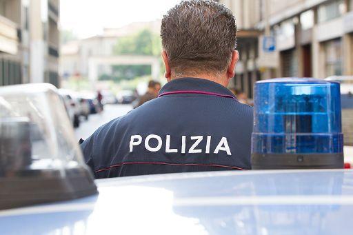 Tre 20enni picchiati a Milano per aver difeso un venditore di rose