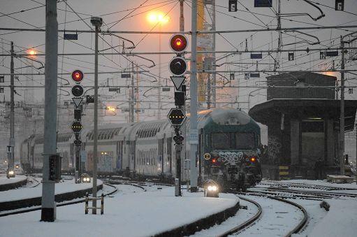 Neve e ghiaccio nel Centro Nord, disagi per chi viaggia in treno