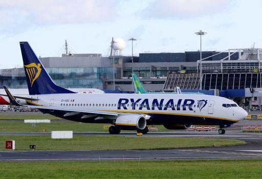 La Ryanair minaccia i piloti: chi sciopera perde i benefit